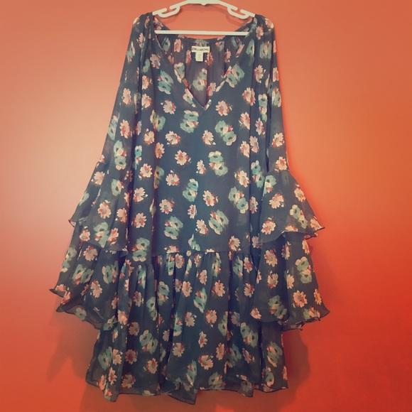 Billabong Dresses & Skirts - Billabong Floral Bell Sleeve Dress